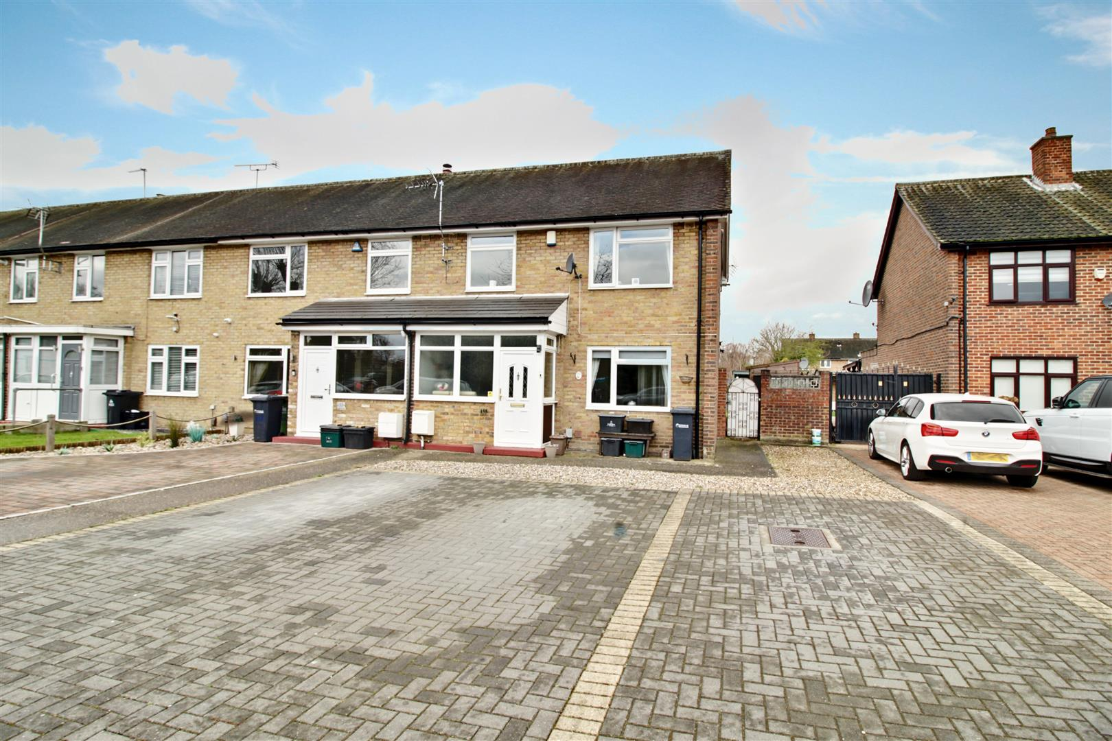 Russells Ride, Cheshunt, 3 Bedroom Family Home, Within Walking Distance To Cheshunt Train Station