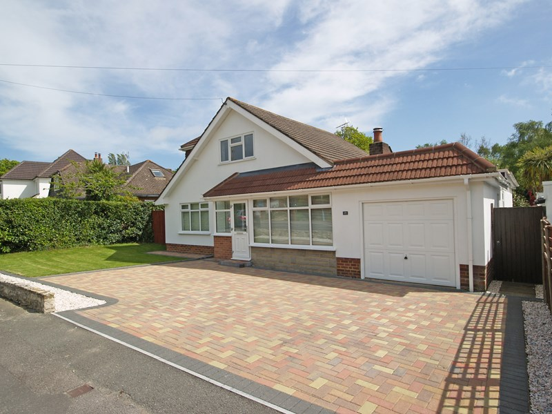 Pinewood Close, Highcliffe, Christchurch, Dorset, BH23