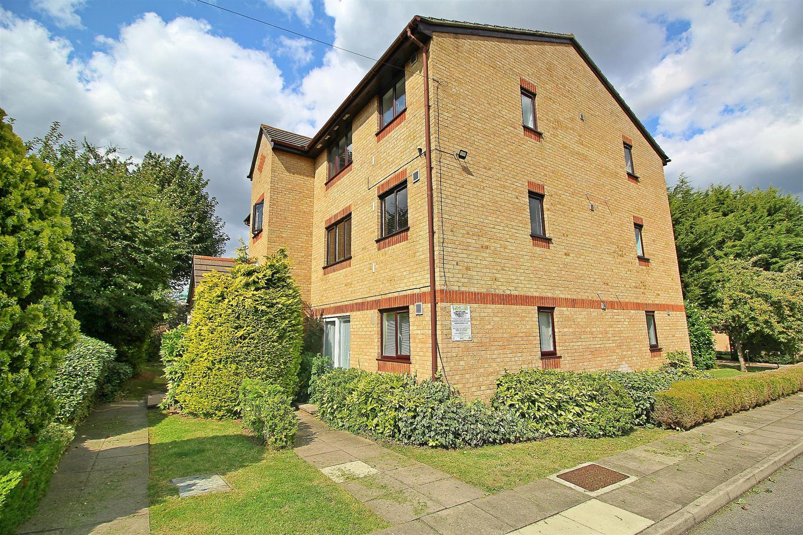 Woodfield Close, Enfield