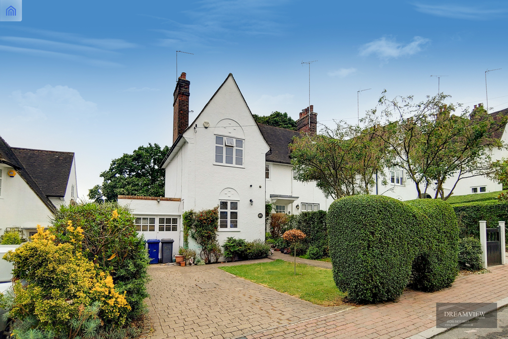 WORDSWORTH WALK, HAMPSTEAD GARDEN SUBURB, LONDON, NW11