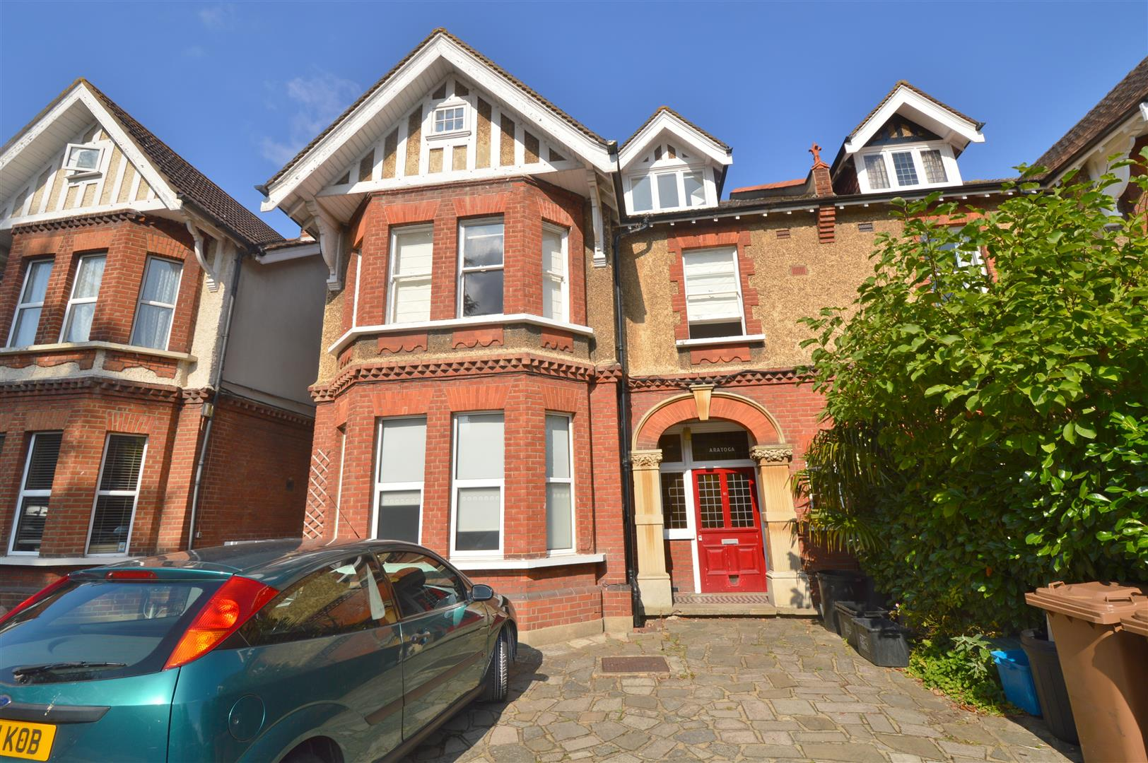 Vicarage Road, Hampton Wick KT1