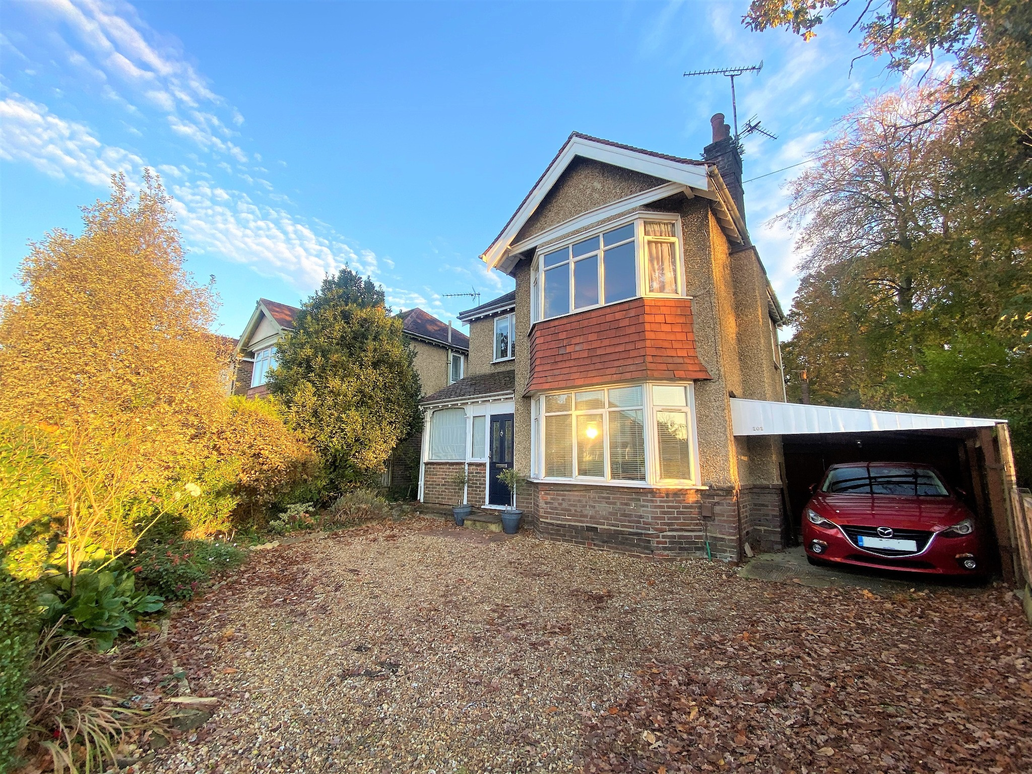 £300,000 - £325,0000 TWO RECEPTION ROOMS! EXTENDED! BEAUTIFULLY PRESENTED!