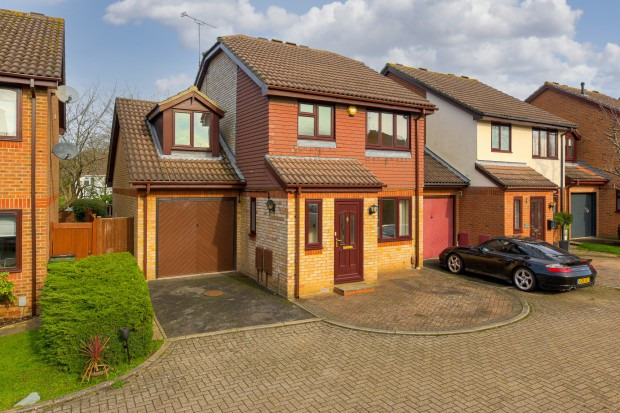 Osprey Close,  Leatherhead, KT22