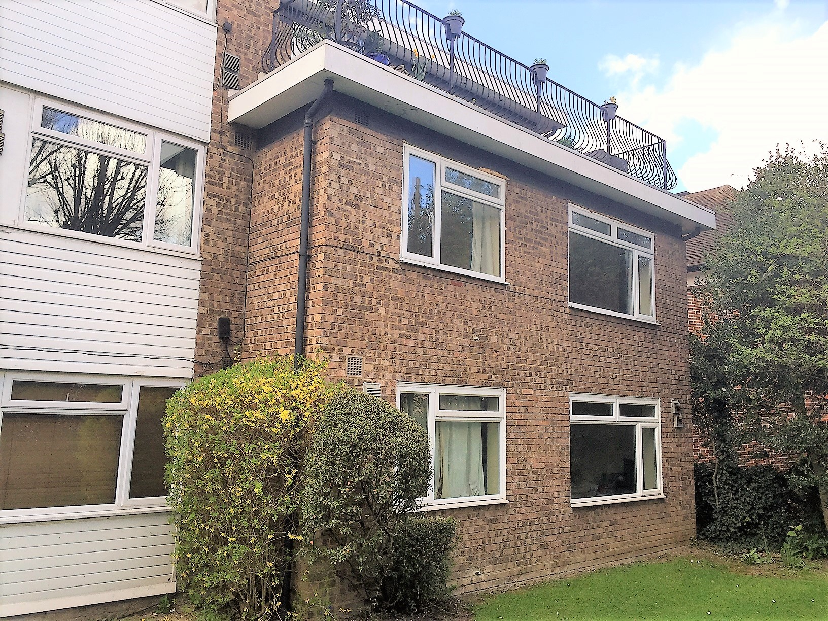 Sterling Court, Grand Drive, Raynes Park