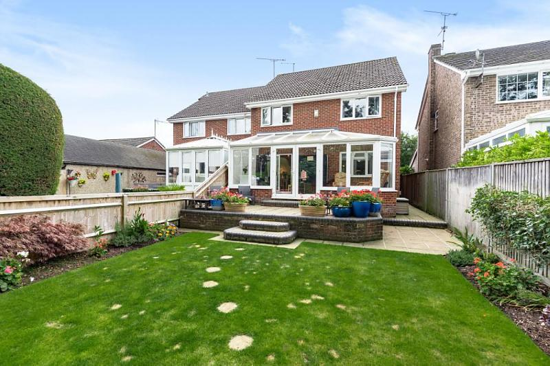 Brading Way, Purley On Thames, Reading, RG8