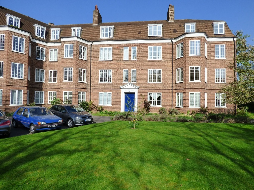 Beresford Court, Park Road, East Twickenham TW1