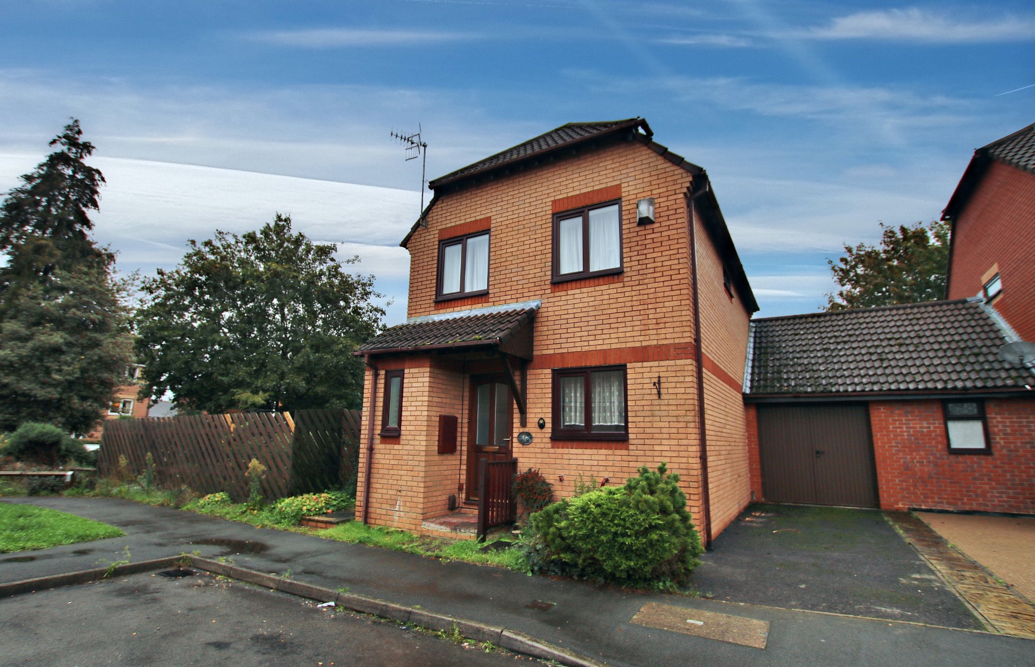 MODERN EXTENDED DETACHED HOUSE CLOSE TO SHIRLEY HIGH STREET