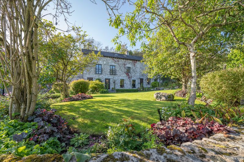 A Prestigious Home Nestled Within 7.5 Acres Of Beautiful Countryside And Private Woodland