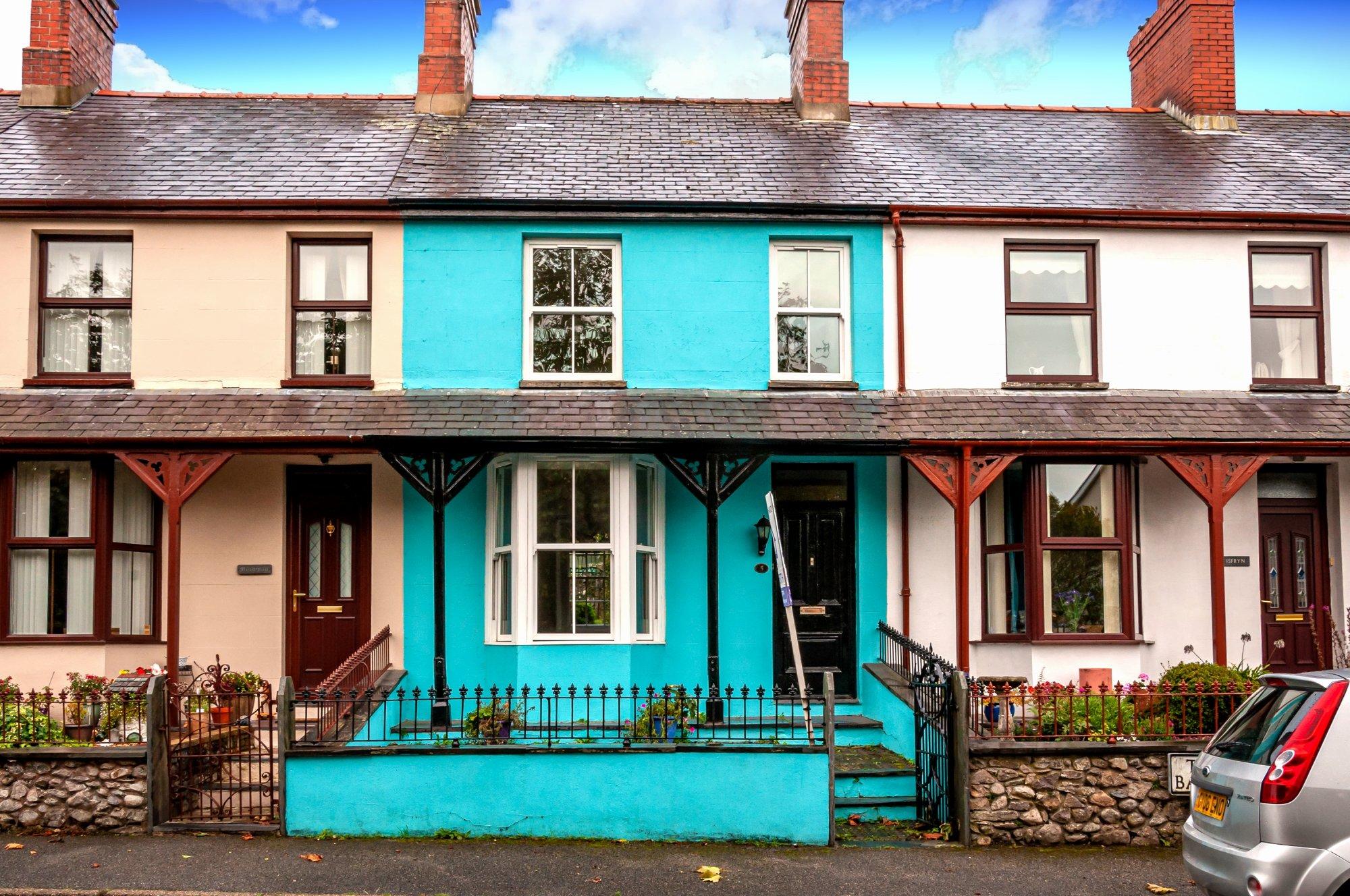 Tai Gwel Y Don, Llanwnda, North Wales