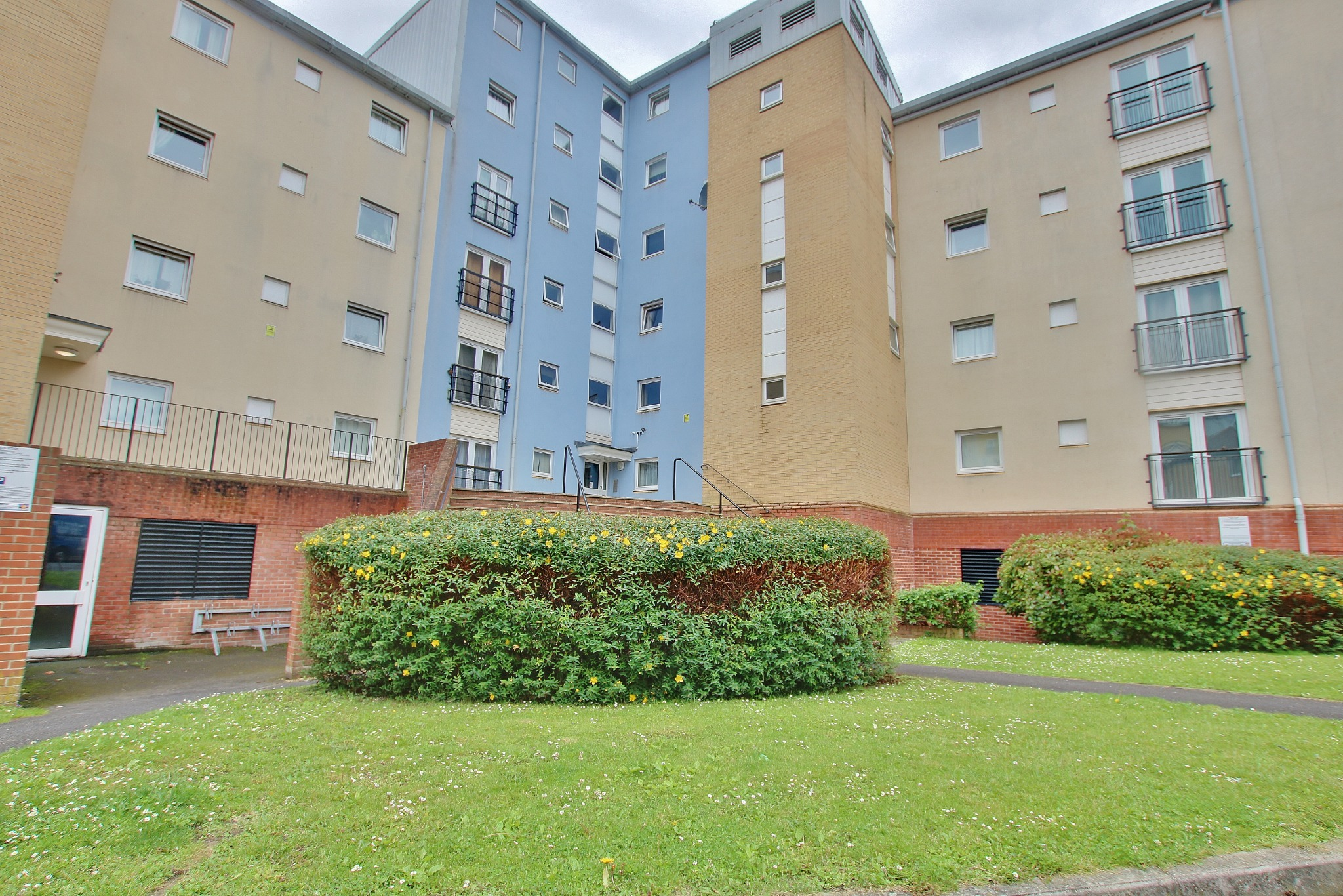 TWO BED APARTMENT IN CITY CENTRE WITH NO CHAIN