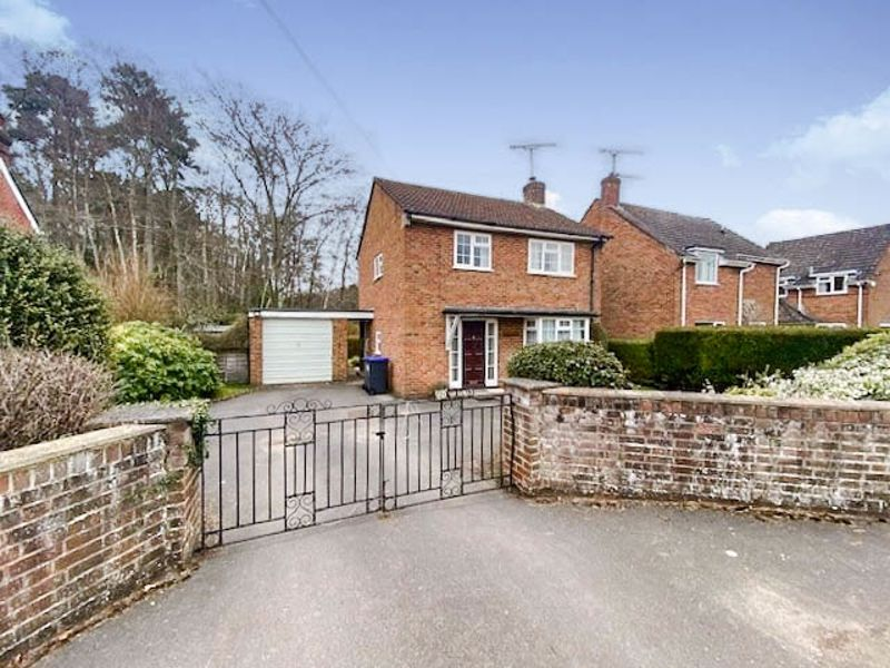 Southampton Road, Alderbury                                                      ** Watch The Video **