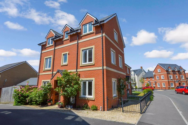 Sherbourne Drive, Old Sarum                                                           ** Video Tour **