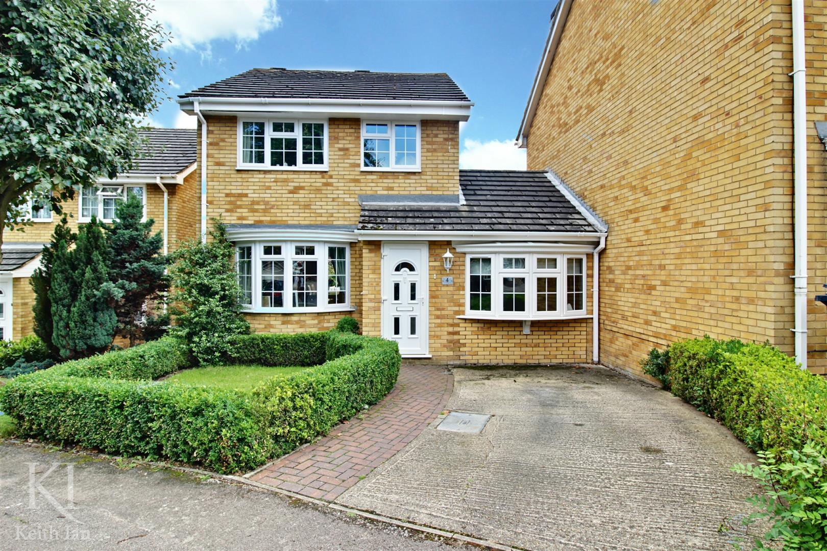 Lower Shott, Cheshunt, - Immaculate 3 Bedroom Detached House