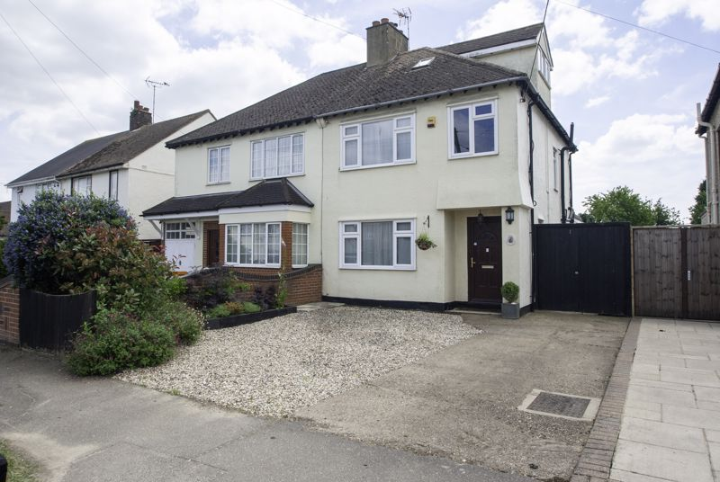 Somerset Avenue, Rochford - Modern & Stylish Throughout With A Beautiful South Facing Garden