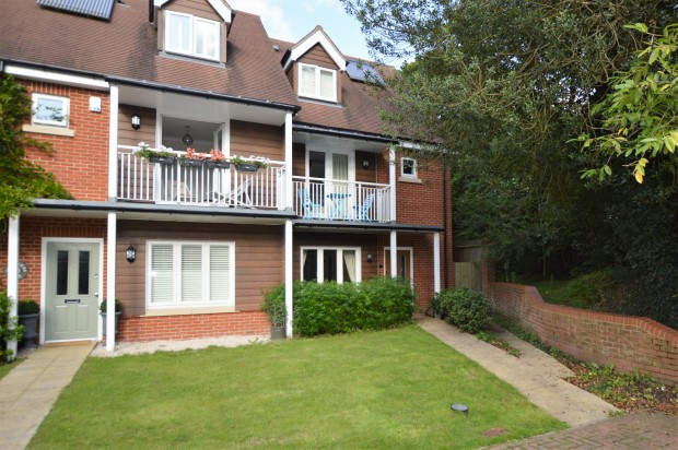 Mulberry Way,  Ashtead, KT21