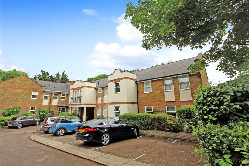 Foxwood Green Close, Enfield, EN1