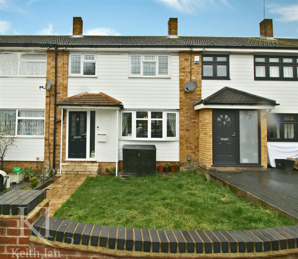Southview Close, West Cheshunt - Extended 3 Bedroom Family Home