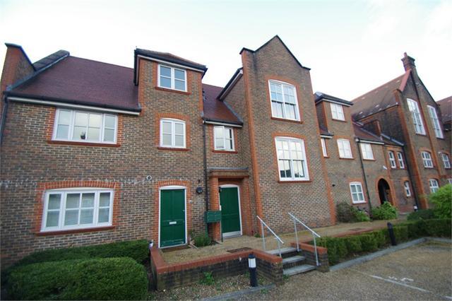 College Yard, Gammons Lane, WATFORD, Hertfordshire