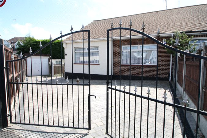 Moor Park Close, Leigh-on-Sea, Essex, SS9