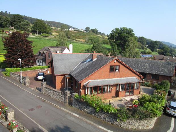 Cwrt Newydd, Greenhill Way, Crickhowell, Powys