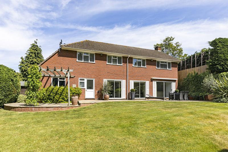 Hunting Close, Esher, KT10 8PB
