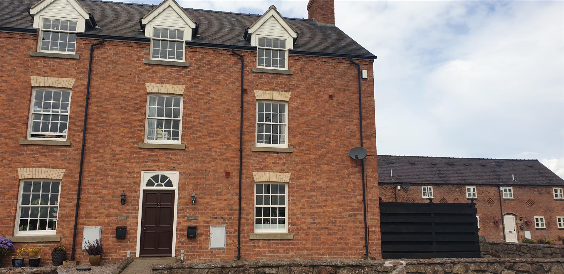 Cloy Farmhouse, Bangor On Dee, Wrexham, LL13 0DJ