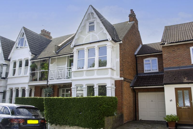 Oakleigh Park Drive, Leigh-on-sea - Stunning Four Bedroom Family Home