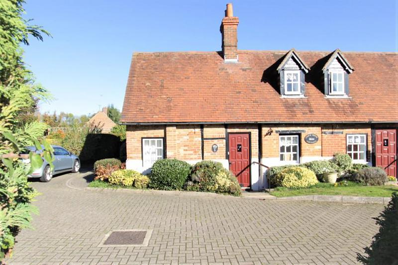 Coach House Cottages, Reading Road, Pangbourne, Reading, RG8