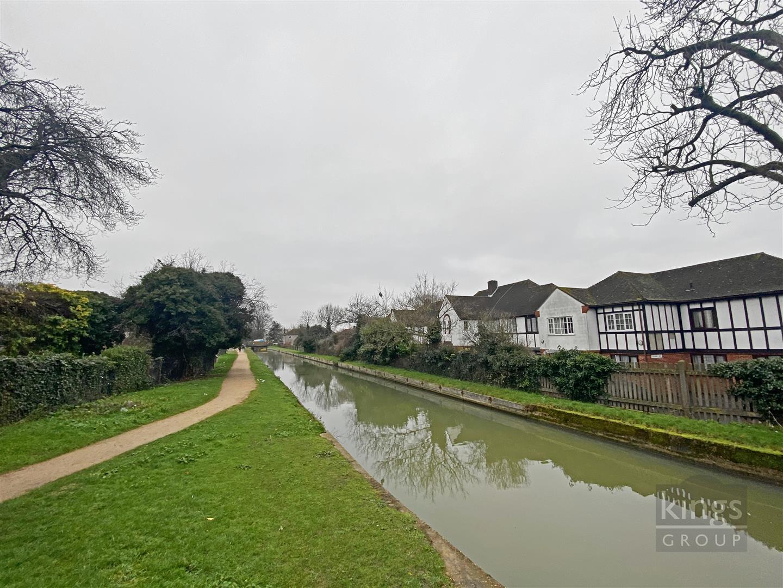 Barrowell Green, London
