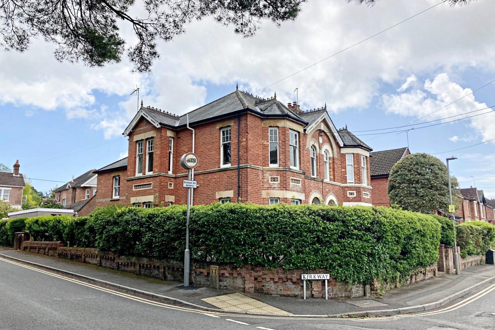 Kirkway, Broadstone