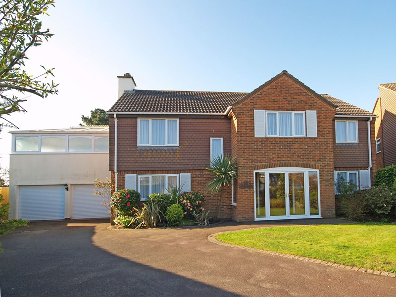 Vecta Close, Friars Cliff, Christchurch, Dorset, BH23
